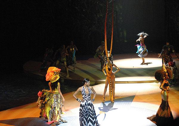 Oluchi-Orlandi-Cirque-du-soleil